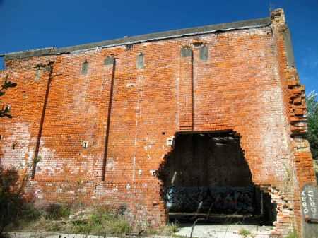Tokomaru ruins row...explore inside!